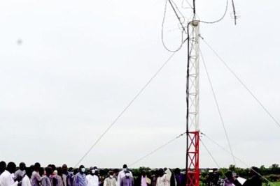 Les antennes permettront de communiquer avec les satellites qui passent au-dessus de la station.