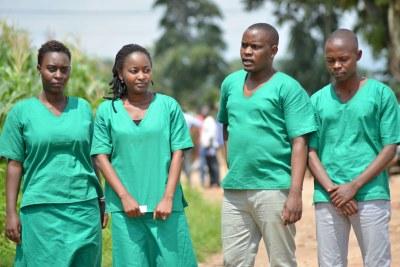 Quatre journalistes burundais travaillant pour le média indépendant Iwacu – Christine Kamikazi, Agnès Ndirubusa, Térence Mpozenzi et Égide Harerimana – photographiés suite à leur arrestation, en octobre 2019, lors d'un reportage effectué dans la province de Bubanza.