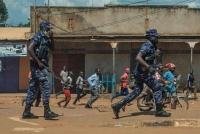 L'Amérique envisage d'éventuelles sanctions contre un certain nombre d'officiers de l'armée et de la police pour violence et violations des droits de l'homme en Ouganda.