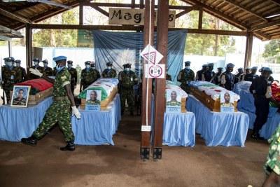 Cérémonie à Bangui en hommage à des Casques bleus tués en République centrafricaine.