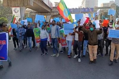 Manifestation dans les rues de la capitale éthiopienne, à Addis-Abeba, contre les sanctions américaines, ce dimanche 30 mai 2021.