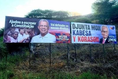 Panneaux présentant Carlos Veiga (à gauche) et José Maria Nevez (à droite), les deux favoris à l'élection présidentielle cap-verdienne du 17 octobre 2021.