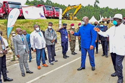 DR Congo President Felix Tshisekedi and Uganda's Yoweri Museveni at the Mpondwe-Kasinndi border during the ground-breaking ceremony for construction of roads that will link the two countries.